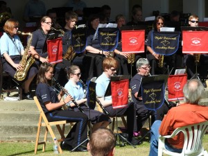 An afternoon concert with the Wight Diamonds at Rylstone Gardens